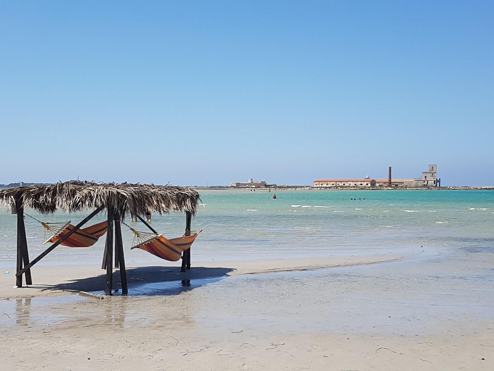 Spiaggia di san teodoro a marsala come fare scappare i for Disegni moderni della casa sulla spiaggia