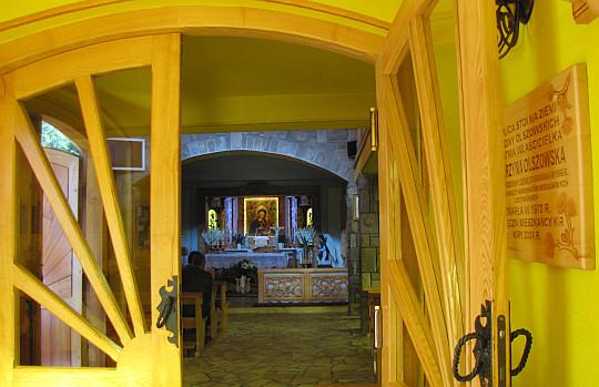 Kaplica pw. Matki Boskiej Gietrzwałdzkiej w Kirach Leśnickich.