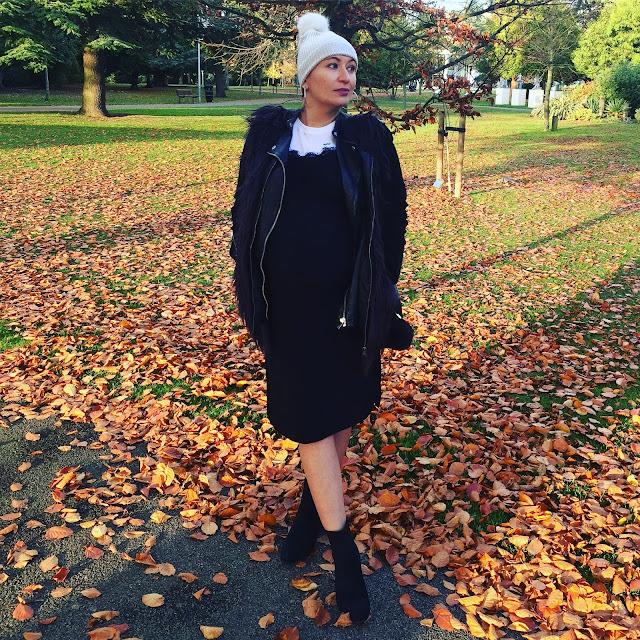 Adriana Style Blog, autumn, Black Look, blog modowy Puławy, Buty Bonprix, Czapka River Island, Czarna Sukienka New Look, Fashion Blogger, Outfit, Ramoneska Pull & Bear, T-shirt Stilnest, torebka michael kors