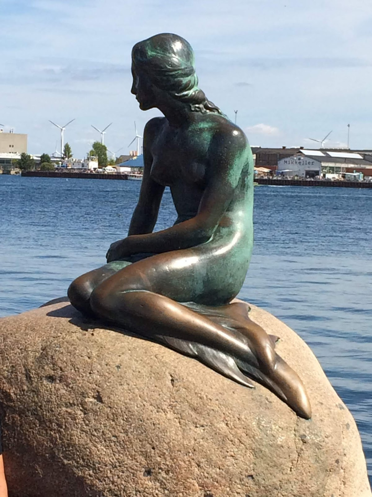 Photo of The Little Mermaid statue taken from the right