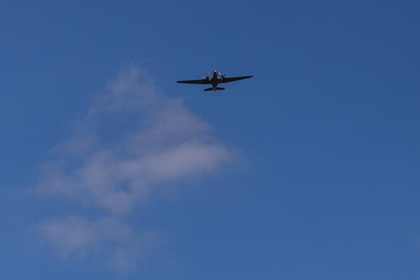 lentokone dc-3 lentokoneiden kuvaus sininen taivas_
