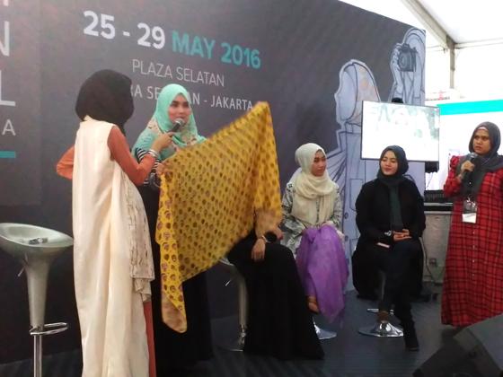 aidijuma_fashion_talkshow_hijab