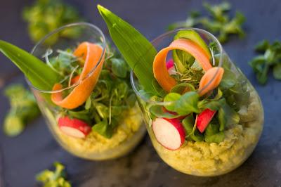 Frühling im Glas! Erbsencreme mit buntem Gemüse