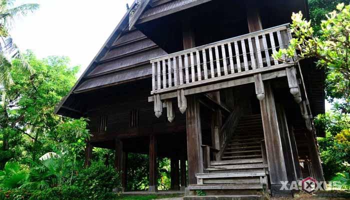 Gambar rumah adat Indonesia - Rumah adat Sulawesi Barat atau Rumah Boyang