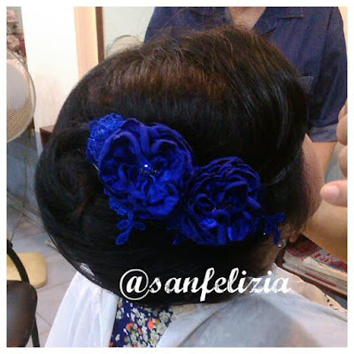 Handmade hiasan rambut pesta 3D buatan tangan sesuai pesanan. Warna biru elektrik atau biru terang. Terima pesanan jahit hiasan kepala untuk dipakai bersama kebaya, dress, gaun pengantin atau gaun pesta.