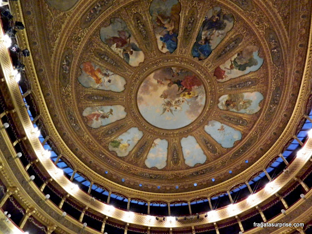 A decoração do teto do Teatro Massimo, Palermo, Sicília