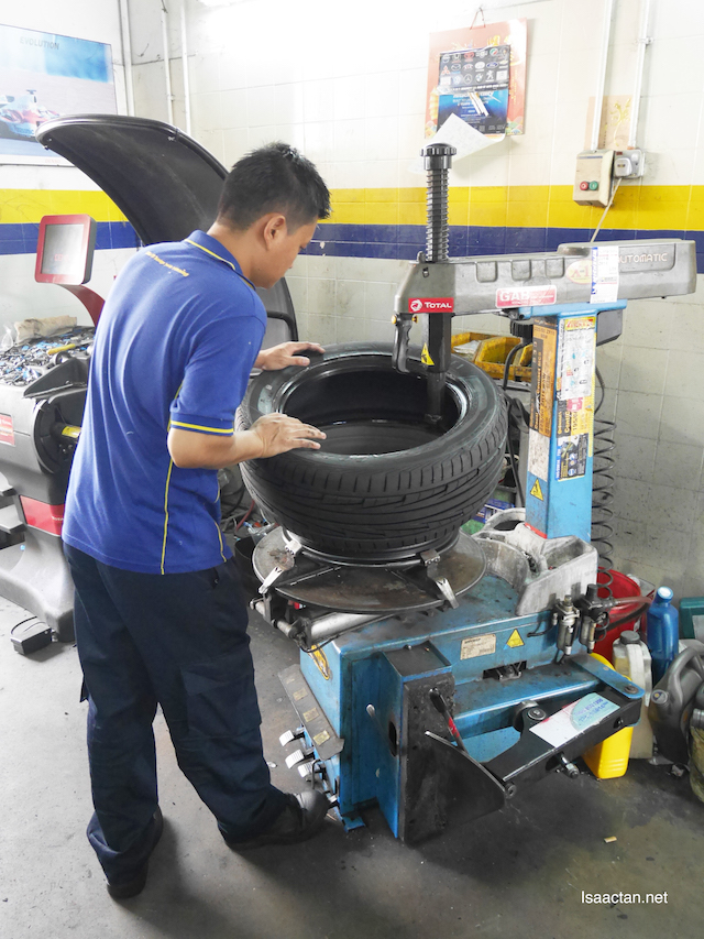 My new Goodyear Eagle F1 Directional 5 Tyre being mounted on my rims