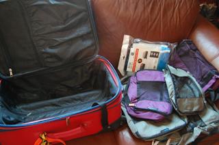 Cara Packing Supaya Koper Lebih Ringan Saat Mudik