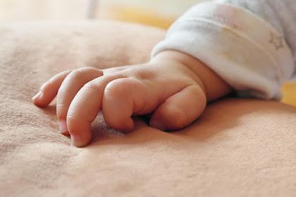 Benarkan Kebiasaan Bayi Memasukan Jari ke Dalam Mulutnya Dapat Menyebabkan Diare?