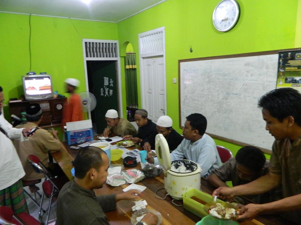 Makan Malam Dengan DPC Arsel PKS KOBAR