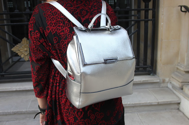 how to wear a silver back pack