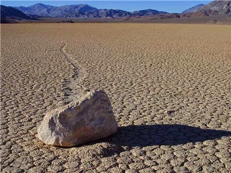 Những viên đá kỳ lạ ở California
