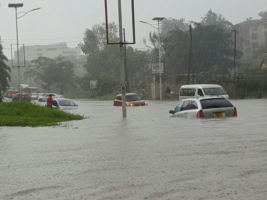 Kenya - Quarter of a million homeless as rising flood waters continue to wreak havoc  Thika_road