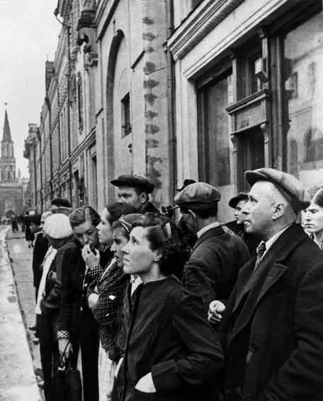 Moscow citizens Operation Barbarossa 22 June 1941 worldwartwo.filminspector.com