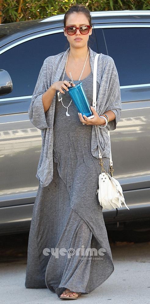 MyMy .. The No Feminist Blog: Jessica Alba au H&M Fashion