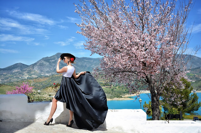 My dress stories фотосессии в платьях в разных уголках мира фотопроект блогера Ninelly образ испанки, фотосессия в Испании