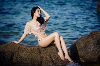 Gái xinh facebook diệp lâm anh bikini lộ núm