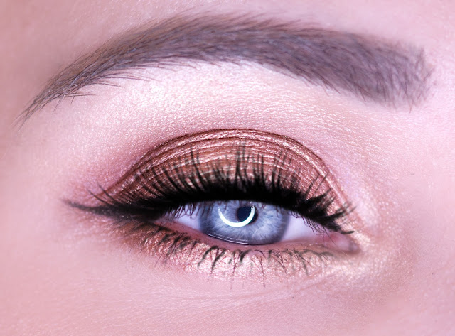 Makeup Revolution Naked Chocolate warm eye makeup for blue eyes