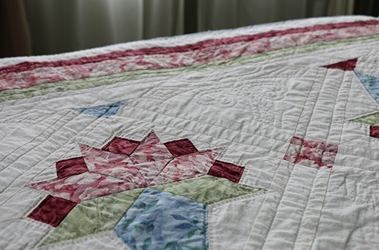 Hand Quilted Quilt with Brides Bouquet Block and Border