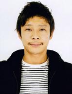 adalah seorang pengusaha miliarder dan kolektor seni asal Jepang Profil Yusaku Maezawa - Orang Terkaya ke-14 di Jepang dan Turis Pertama yang Pelesir ke Bulan