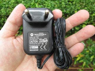 charger hape jadul Motorola V3