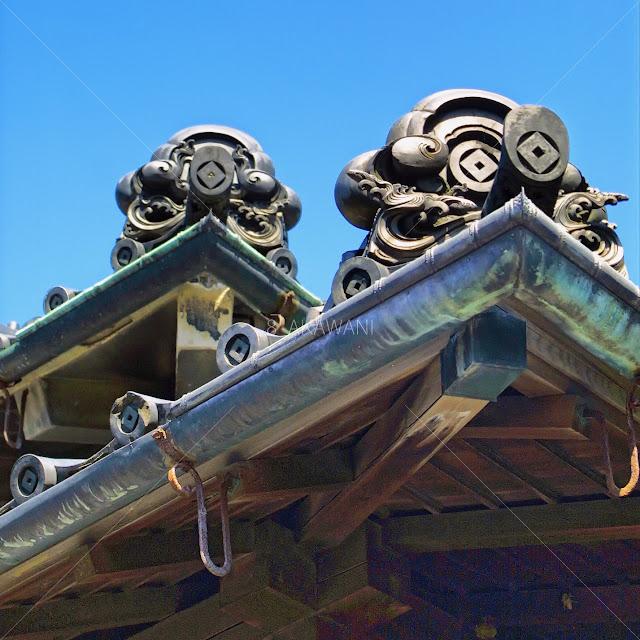 大正時代の木造日本建築の銅雨樋の軒樋の出隅部分の正面アップ