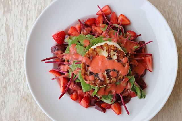 Συνταγή για σαλάτα με βινεγκρέτ φράουλας και παντζάρια