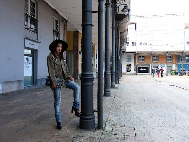 fashion, moda, look, outfit, blog, blogger, walking, penny, lane, streetstyle, style, estilo, trendy, rock, boho, chic, cool, casual, ropa, cloth, garment, inspiration, fashionblogger, art, photo, photograph, Avilés, oviedo, gijón, asturias, jeans, abrigo, chaqueton, sombrero, hat, jeans, vaqueros, sudadera, sweatshirt, raya, stripes,