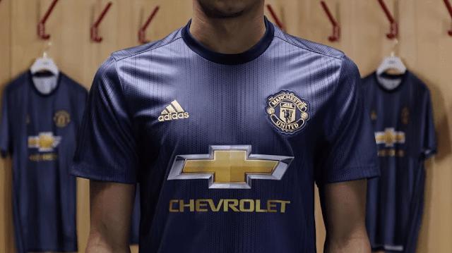 Adidas-camiseta-Manchester-United-fabricado-con-plástico-marino-reciclado