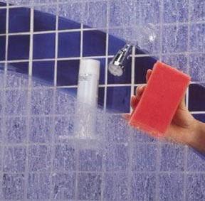 Hướng dẫn cách vệ sinh vách tắm kính an toàn