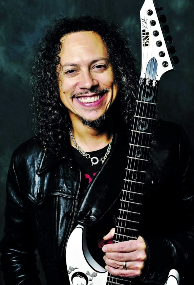 Foto de Kirk Hammett mostrando lindos dientes