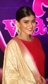 Hebah Patel looks ugly in strange dress at Apsara Awards 2016