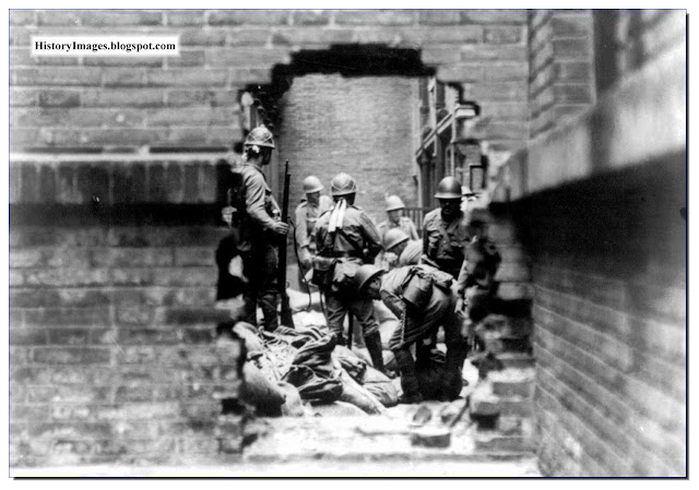 Japanese soldiers street fighting Shanghai 1937