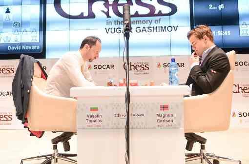 Magnus Carlsen l'emporte avec les Blancs sur Veselin Topalov - Photo © Shamkir