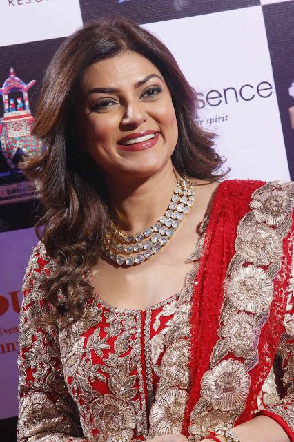 Sushmita sen age, Daughters,Husband name,Biography,Marriage,Movies,Hot,family,in Saree,Dresses,Adoption,miss universe 1994