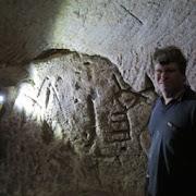 В Израиле спелеологи-любители обнаружили древние рисунки меноры и креста