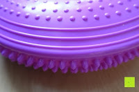 Rand: Ballsitzkissen mit Loch »Donut« inkl. Pumpe (ca. 140kg Maximalgewicht) / luftgefülltes Sitzballkissen, Luftkissen & Gleichgewichtskissen / Balance Kissen für Fitness-, Reha-, Koordinations-, und Rückentraining. Ideal als Sitzunterlage für Bürostühle oder den eigenen Schreibtisch 33 cm / In vielen Farben erhältlich