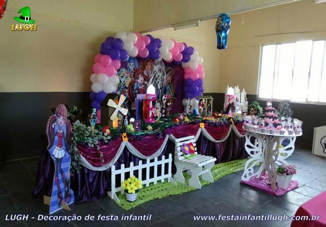 Decoração infantil Monster High para festa de aniversário - Mesa tradicional luxo forrada de pano