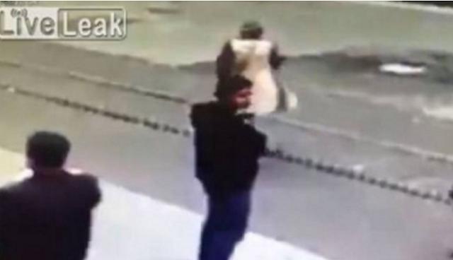 ΒΙΝΤΕΟ ΣΟΚ: Η στιγμή που ο καμικάζι ανατινάζεται και σκορπά το θάνατο στην Τουρκία