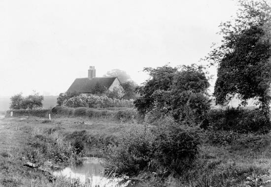 Photograph of the missing coal post which can be seen middle left of this picture taken in the early 1900s  Image from G. Knott and part of the Peter Miller Collection
