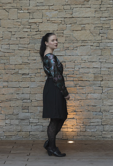 Sewing pattern Lou Box Dress 2 by Sew DIY side view