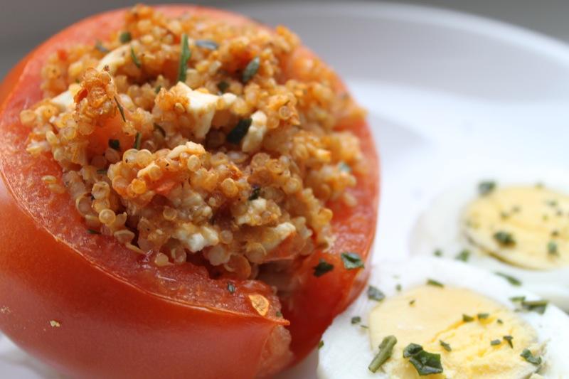 wirsind haft gef llte tomate mit quinoa und feta. Black Bedroom Furniture Sets. Home Design Ideas