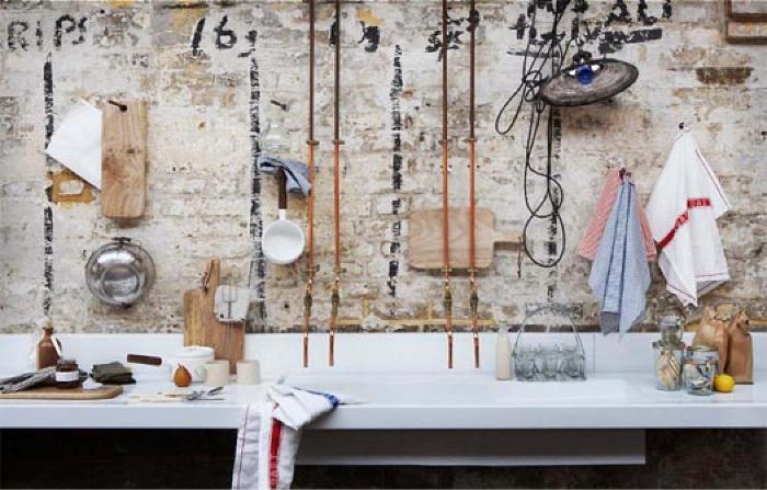 I tubi in rame come elemento d arredo blog di arredamento e interni dettagli home decor - Tubi a vista in casa ...