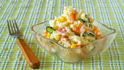 This is a typical and basic Japanese potato salad, made with mashed potatoes and colorful vegetables