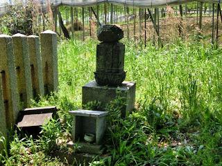大僧正隆光の墓