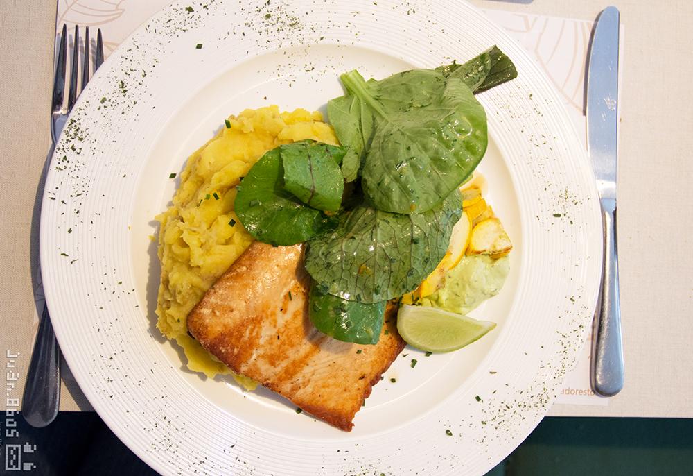 mascabado, restaurante granada cali, salmon rosado, hamburguesa vegetariana, cocina artesanal, casa de te, comida vegana