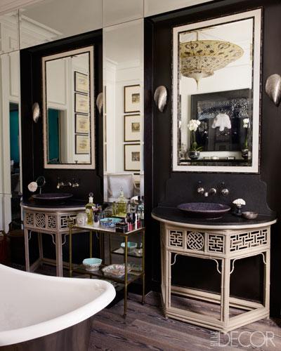 black bathroom decor ideas via belle vivir blog