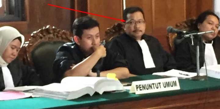 Jaksa Bentak Ustadz Alfian, Hakim Geram, Pengunjung Sidang Marah: Jangan Kurang Ajar pada Ulama!