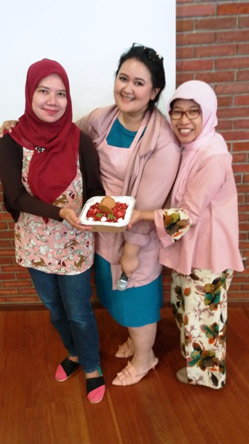 saya bersama chef putri habibie dan mbak nefertite no bake strawberry cheese cake ilotte online mall heavenly blush greek yogurt nurul sufitri