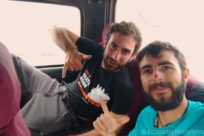 Furgoneta de camino al Huayna Potosí des de La Paz, Bolivia.